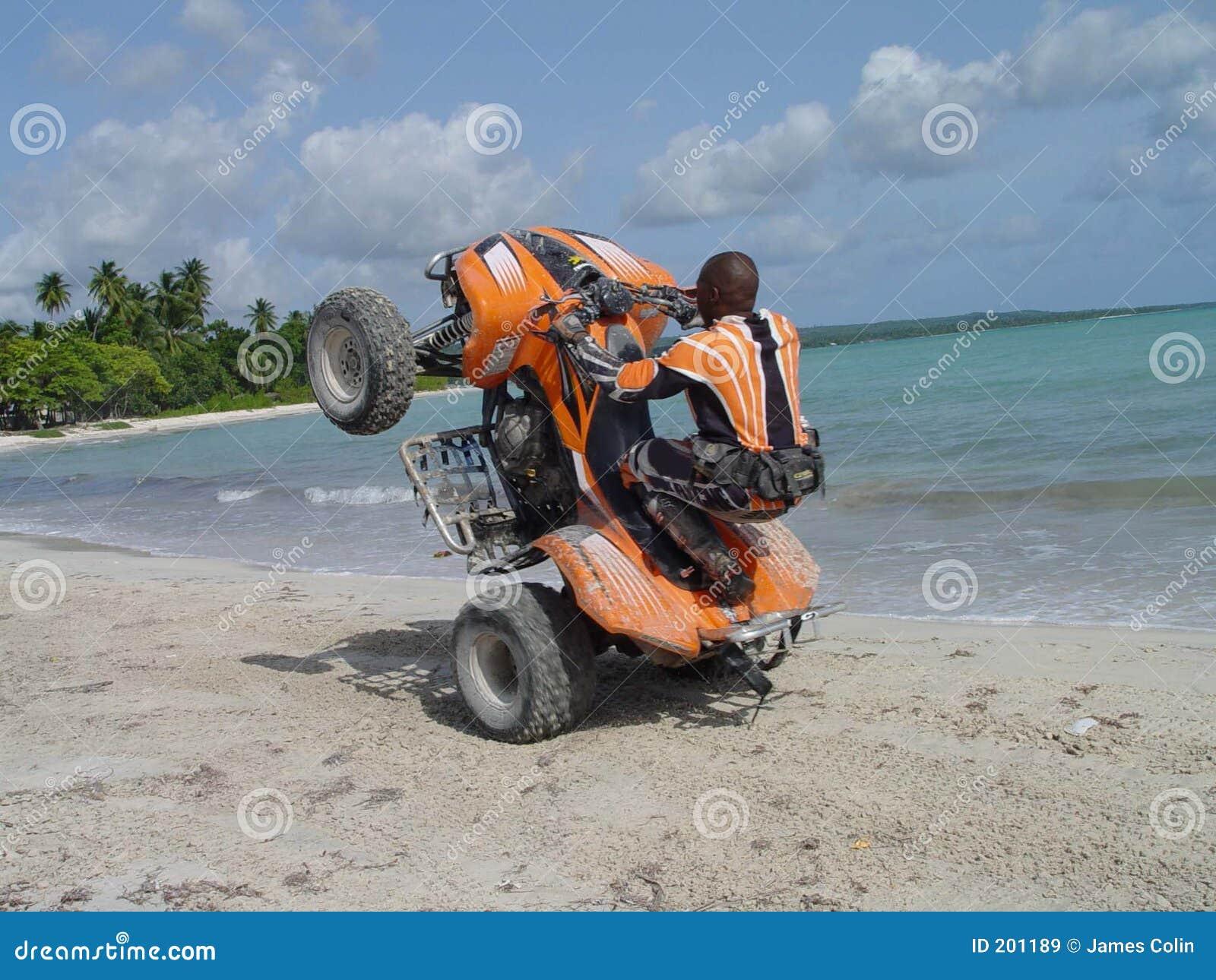 Wheelie en la playa