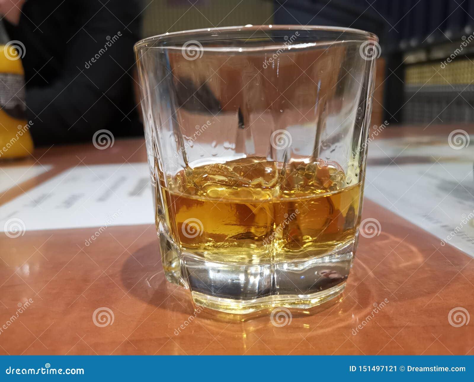 Whiskey dans la bouteille