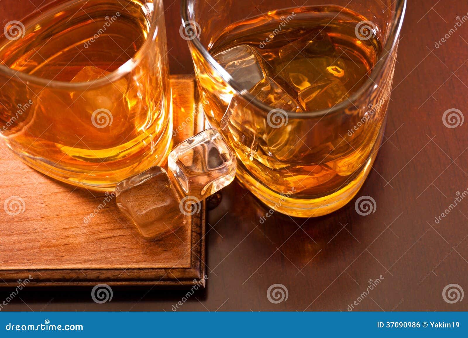 Download Whisky zdjęcie stock. Obraz złożonej z tło, zdrowy, odzwierciedlający - 37090986