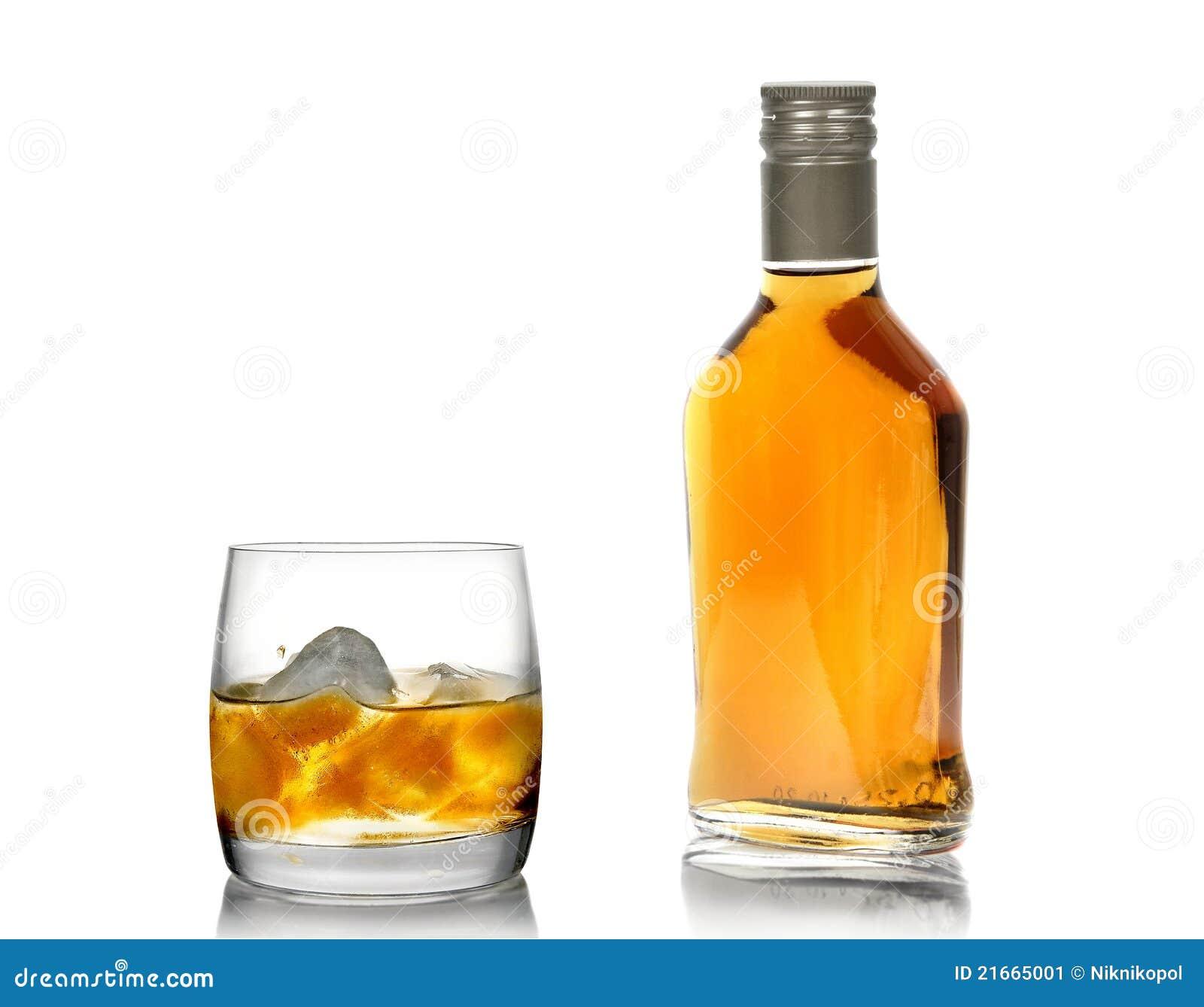 whisky in einem glas mit einem eis und in einer flasche 2 stockbild bild 21665001. Black Bedroom Furniture Sets. Home Design Ideas