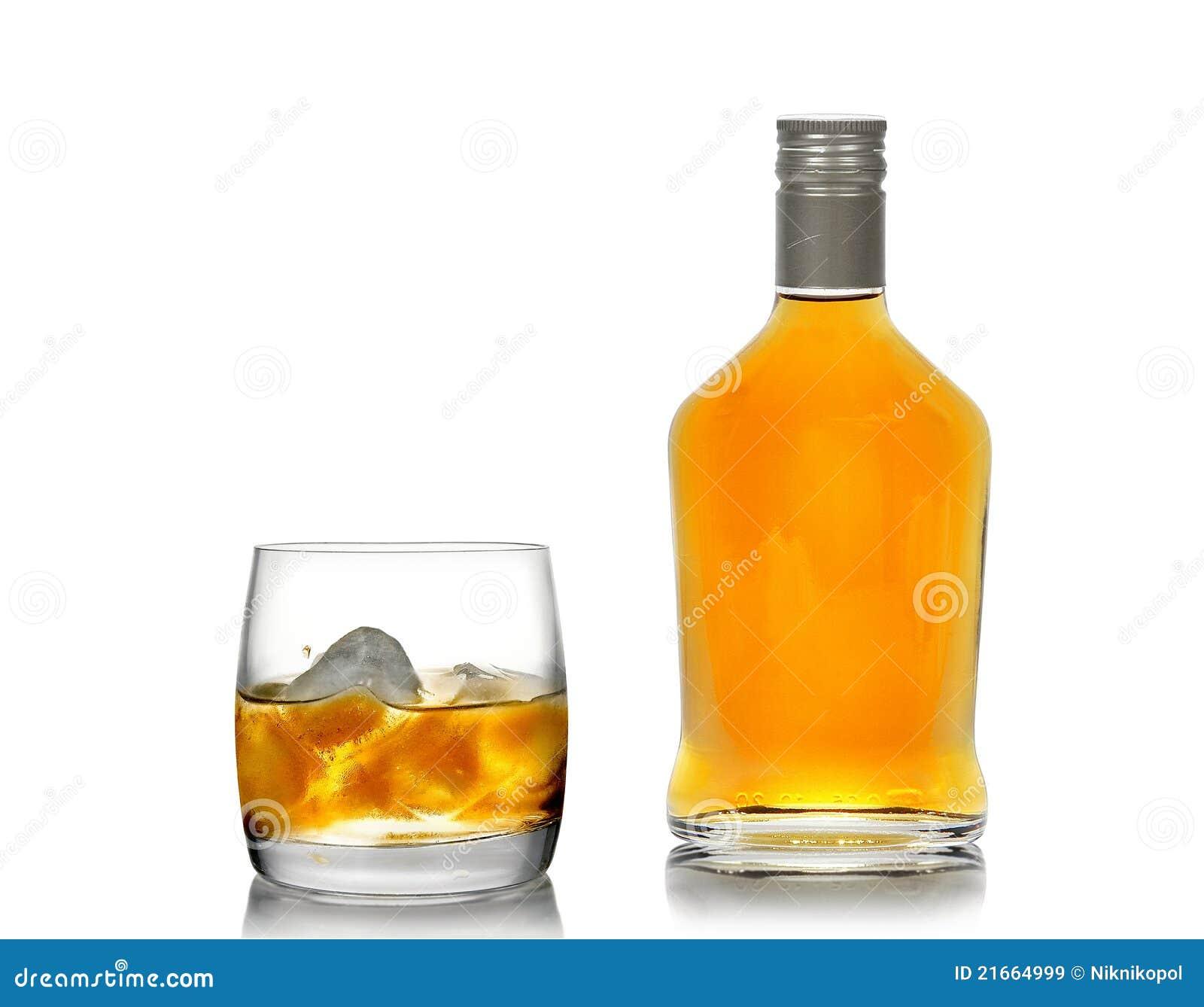 whisky in einem glas mit einem eis und in einer flasche lizenzfreie stockbilder bild 21664999. Black Bedroom Furniture Sets. Home Design Ideas