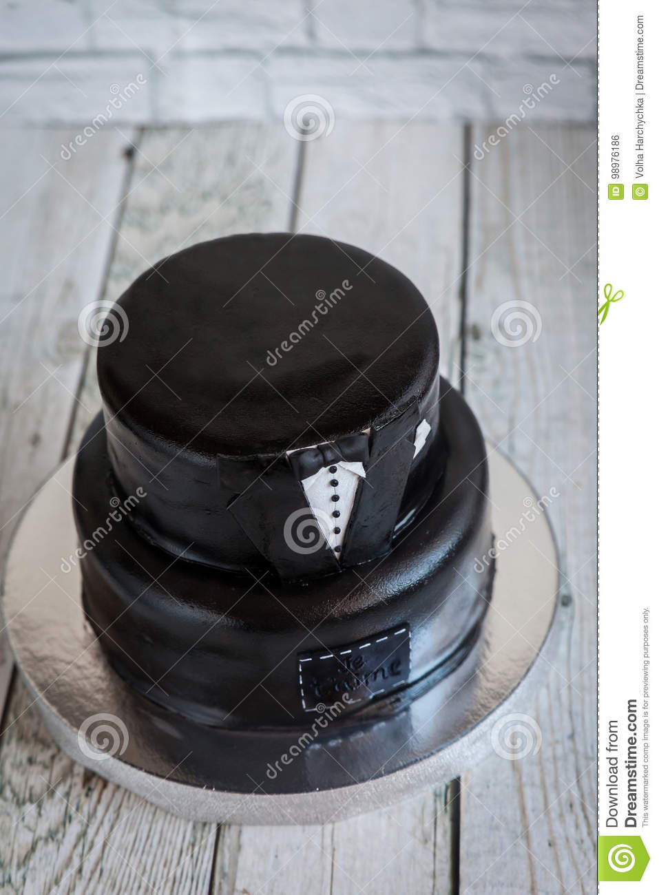 White And Black Tuxedo Wedding Or Mans Birthday Cake With The Text Je Taime