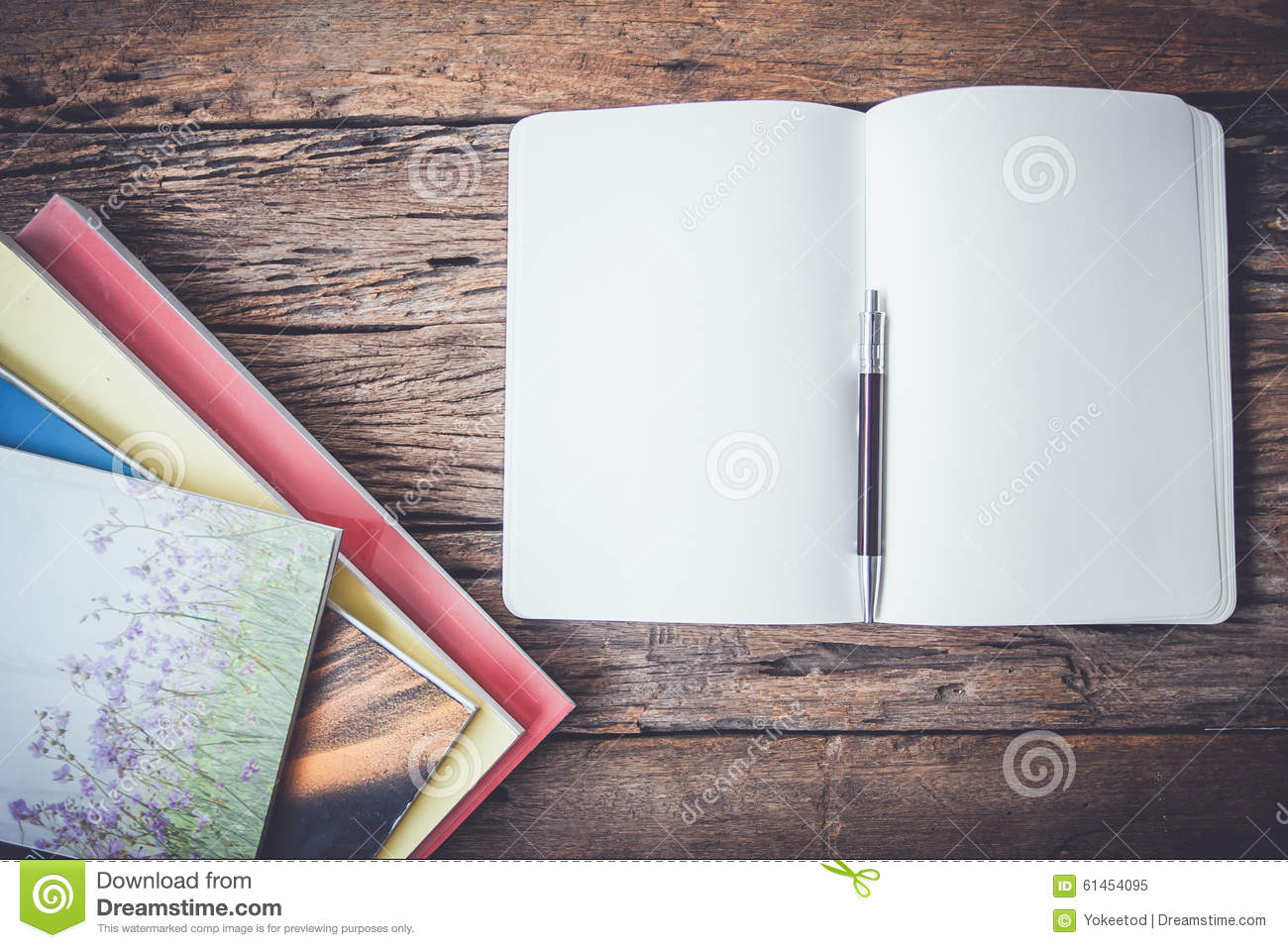Blank pages to color on - White Blank Pages Sketch Book On Wood Table