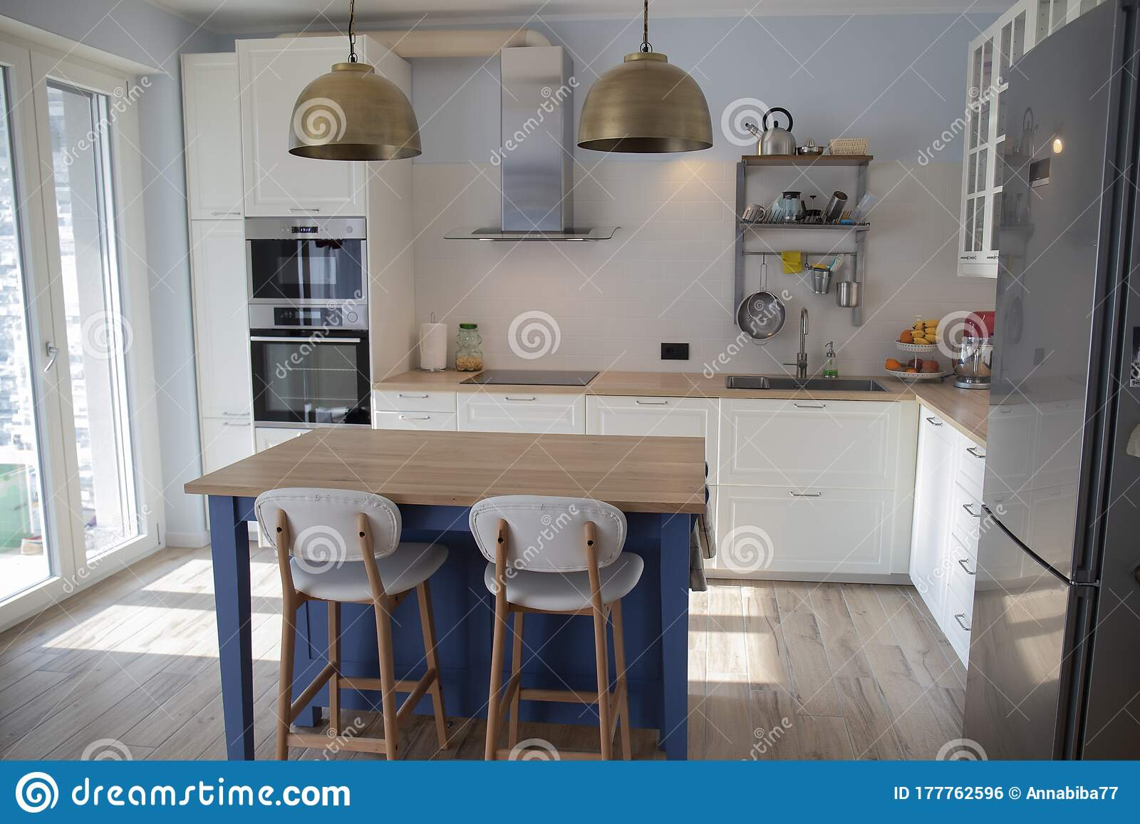 207 Kitchen Pendant Lights Photos Free Royalty Free Stock Photos From Dreamstime
