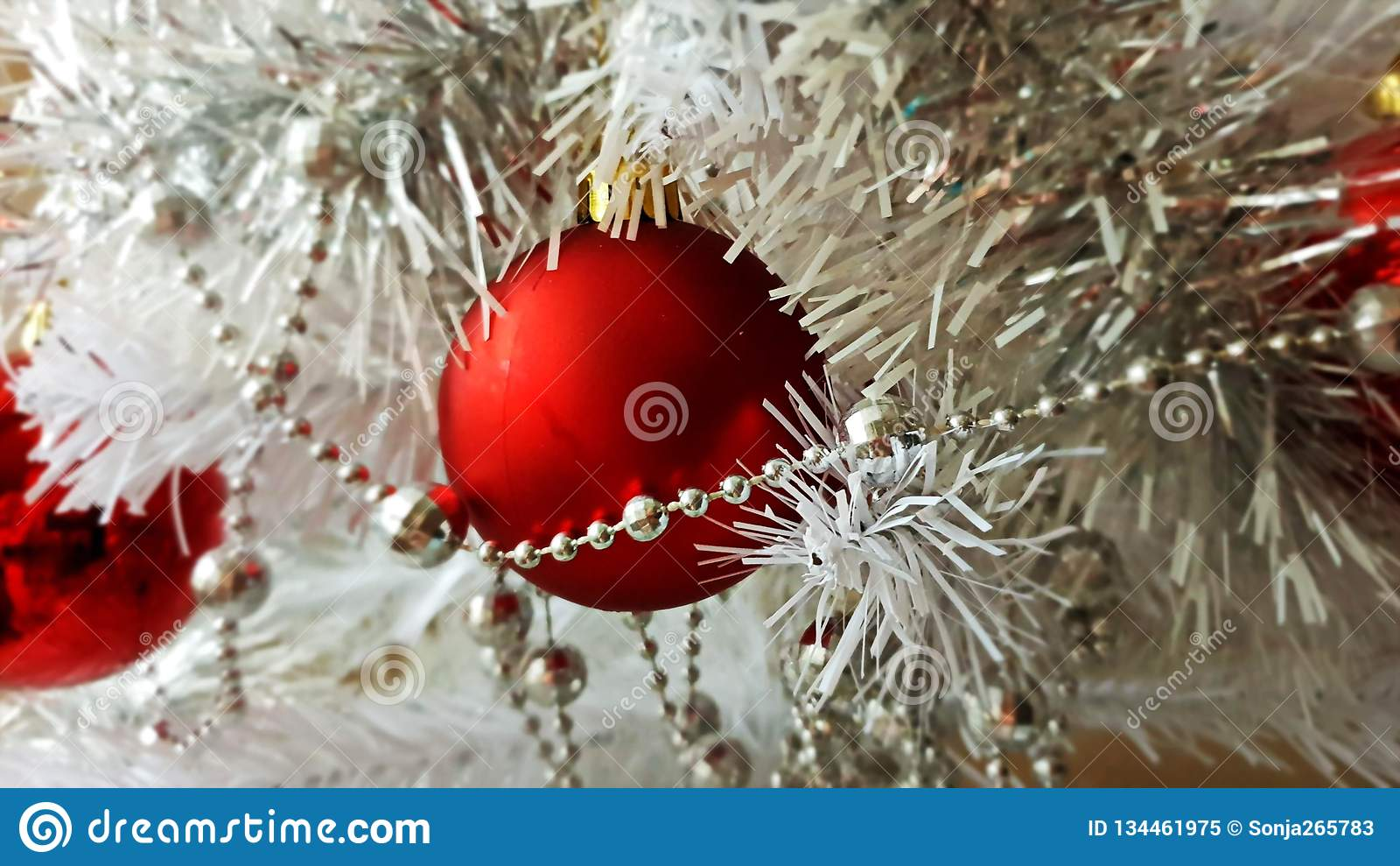 White Christmas decoration tree, red ,gold ,silver,white balls silver garland,christmas light,decoration ,illumination ideas