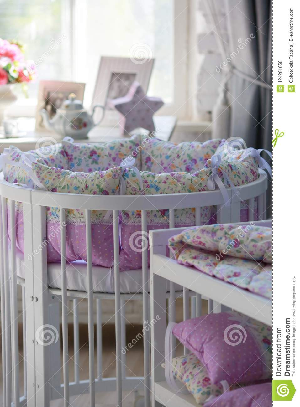 White Cribs for babies, round shape