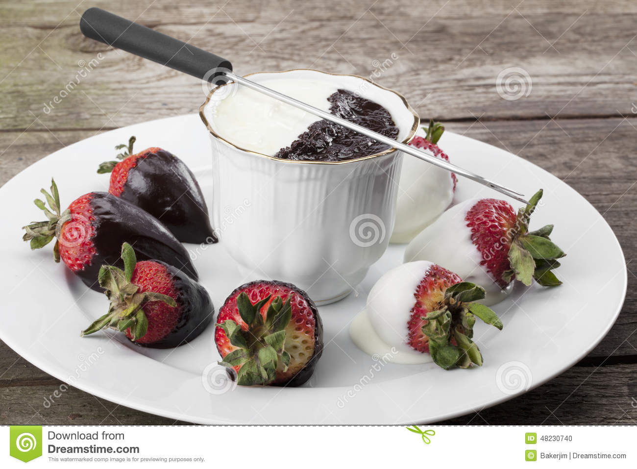 White and dark chocolate in cup with strawberries.