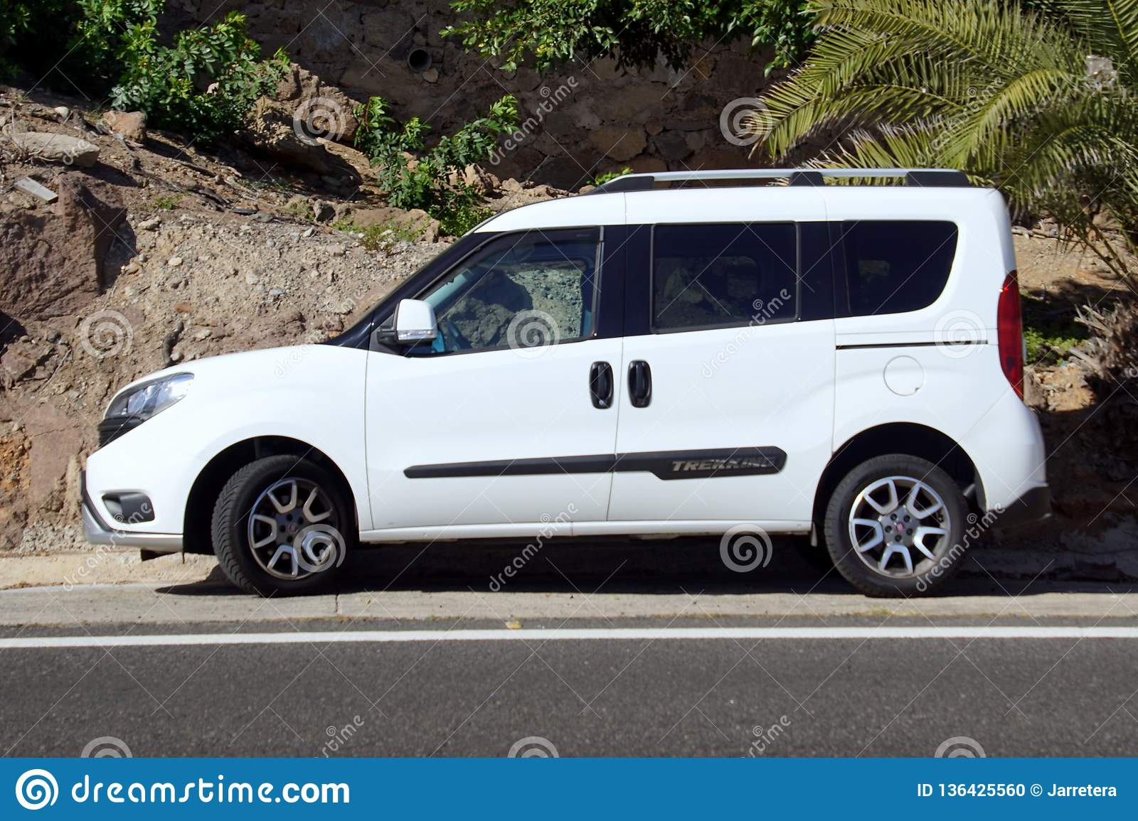 white fiat doblo trekking 4x4 editorial image image of. Black Bedroom Furniture Sets. Home Design Ideas