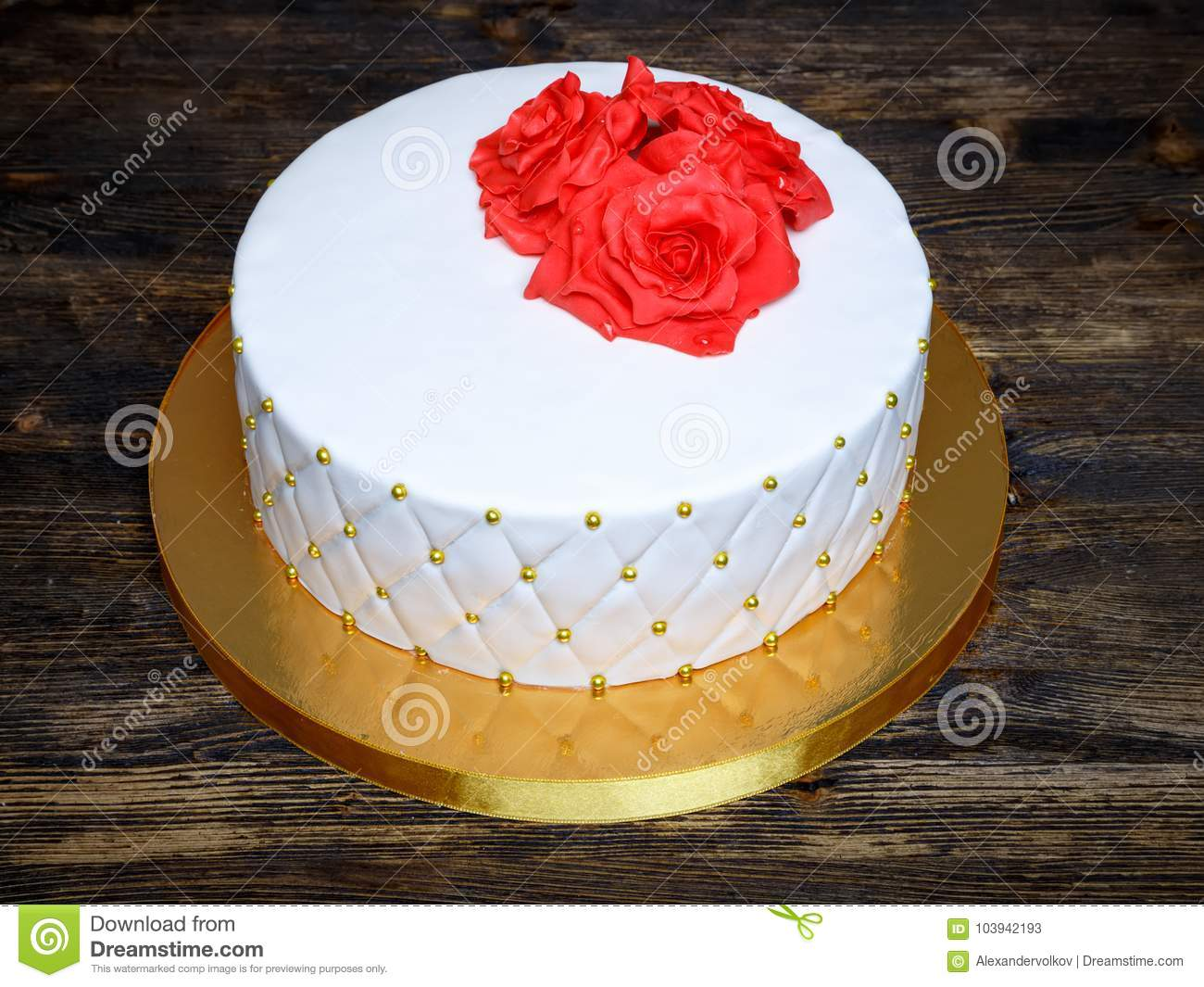 White Fondant Cake With Red Cream Sugar Flowers Stock Image Image