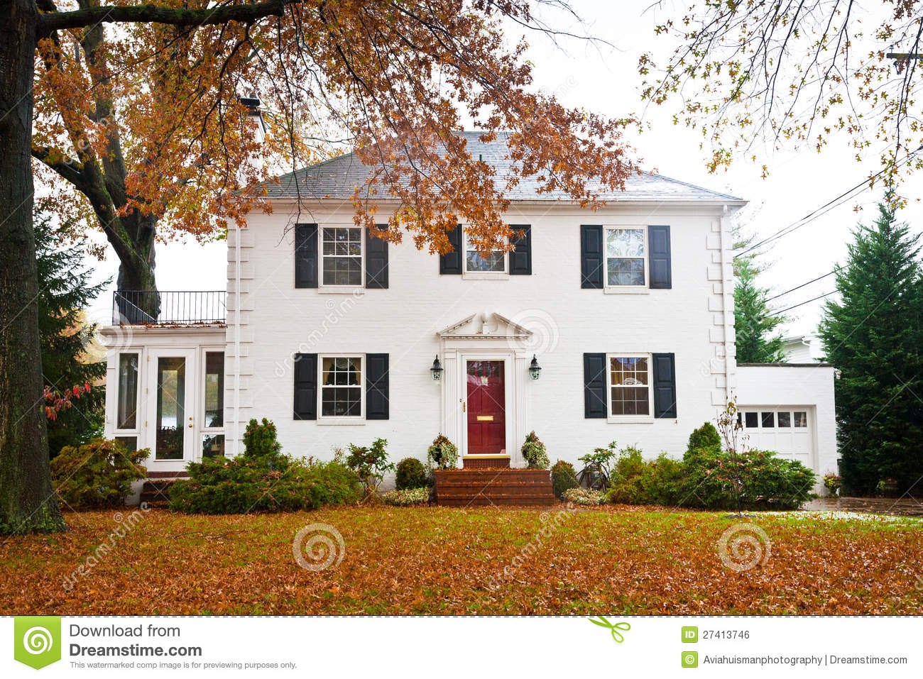 White Home With A Red Door Stock Photo Image Of Holiday 27413746