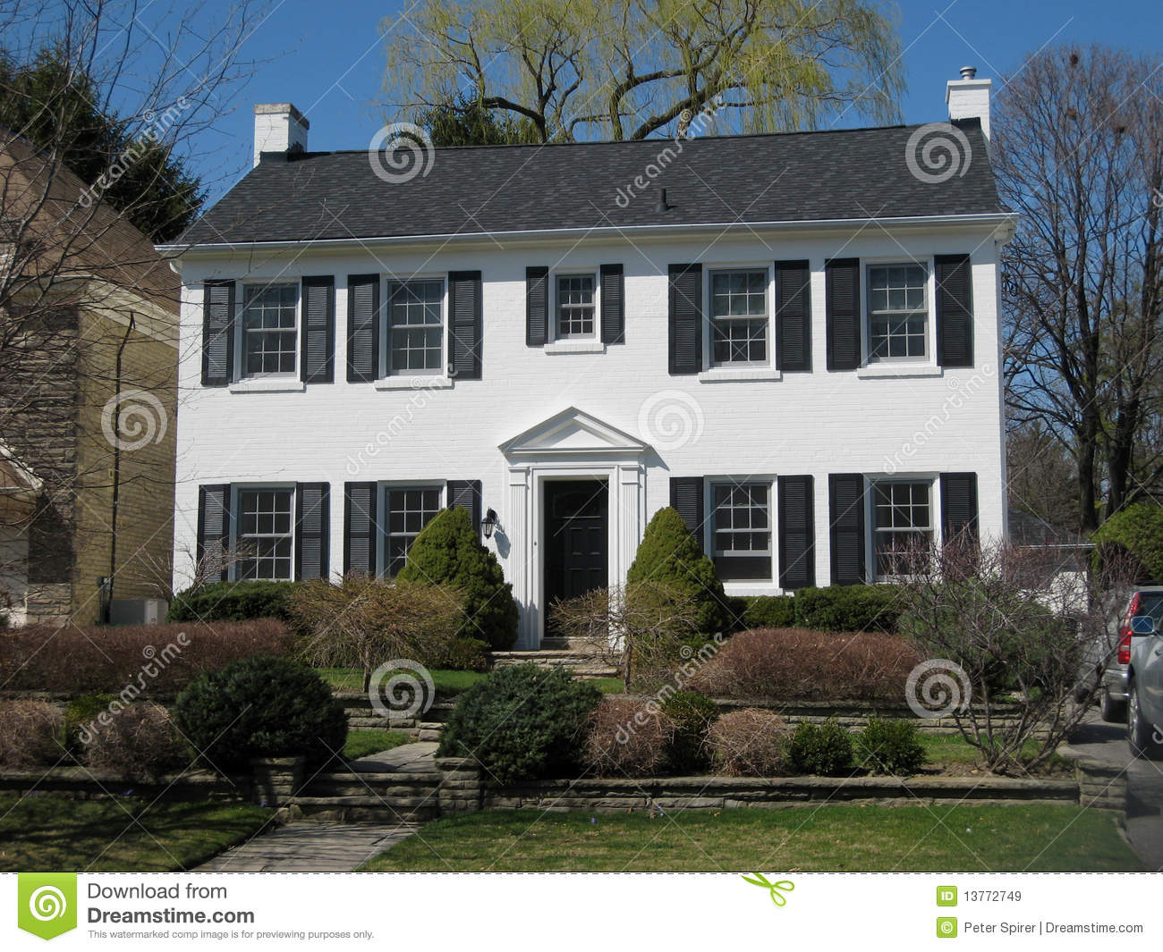 White House With Black Shutters Stock Image Image Of Driveway