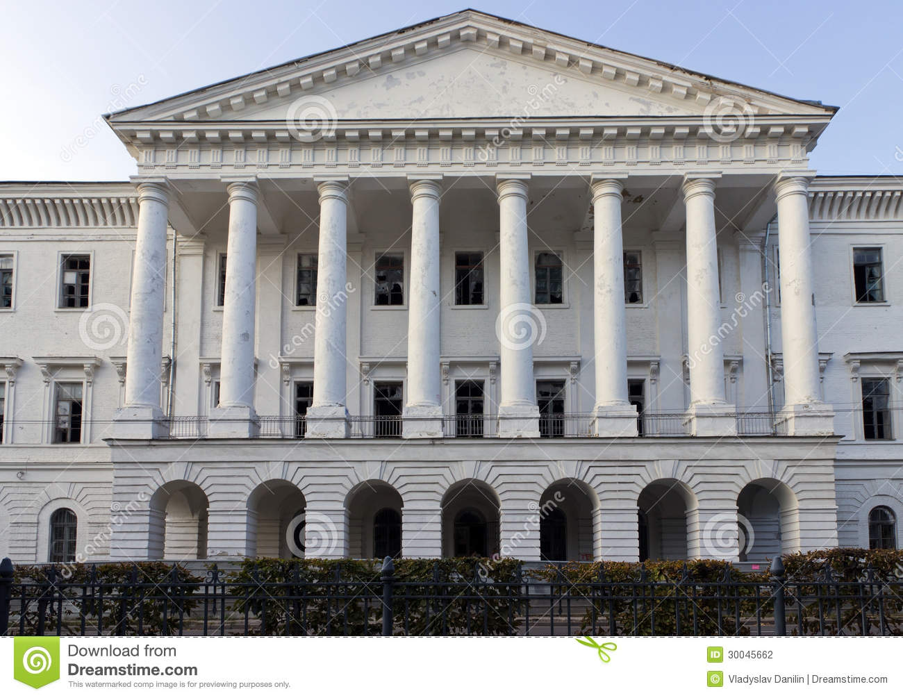 White house of the pillar stock photography image 30045662 for How to build a house on pillars