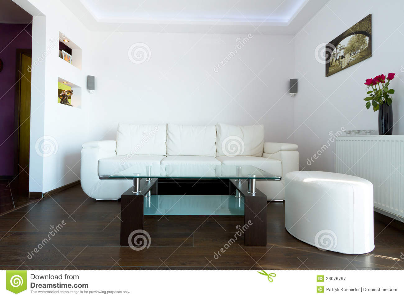 White leather sofa in living room - White Leather Sofa In Living Room Royalty Free Stock Photography