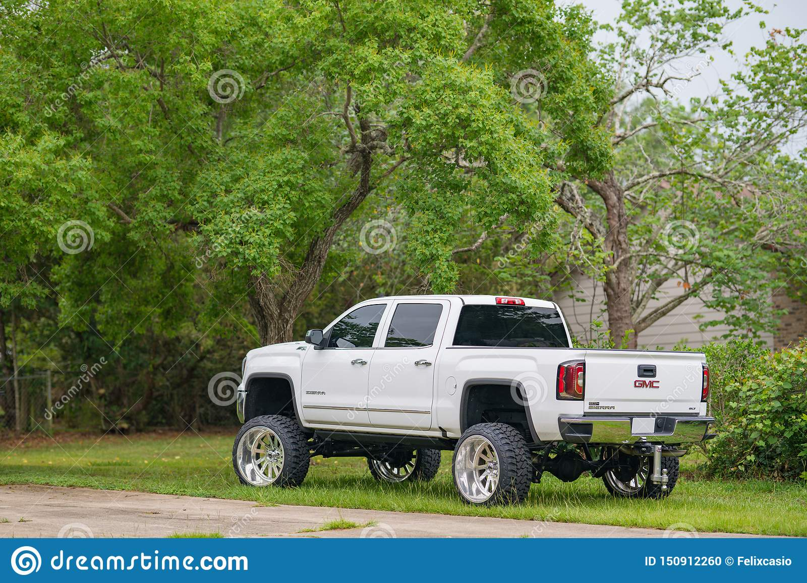 White Lifted Gmc Pick Up Truck With Big Rims Tires Editorial Image Image Of Nice Grass 150912260