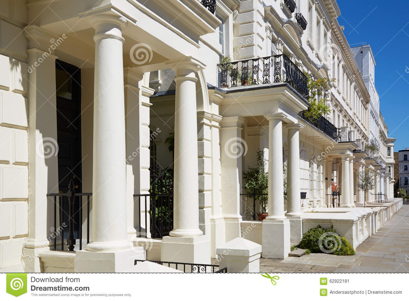 White luxury houses facades in london kensington and for Luxury homes in london