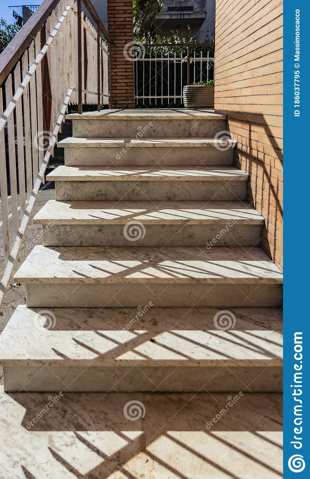 White Marble Staircase Of An Italian House Stock Image Image Of Stair Stone 186037795