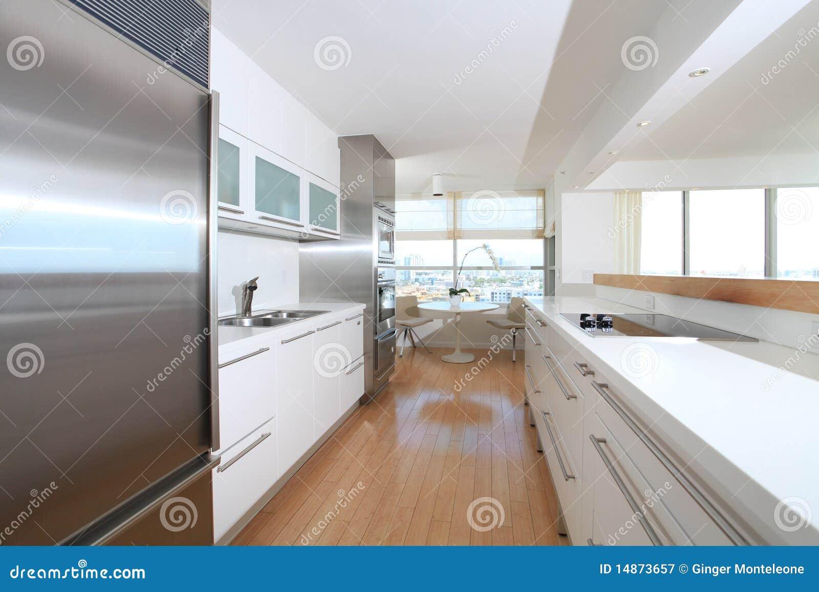 White Modern Kitchen Royalty Free Stock Photography