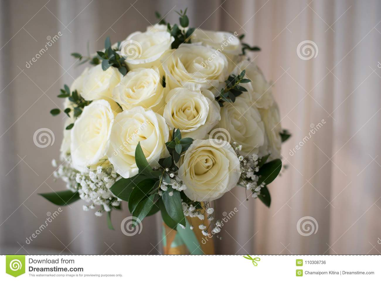 White Rose Flower Bouquet In Bundle Shape For Bridal In Wedding