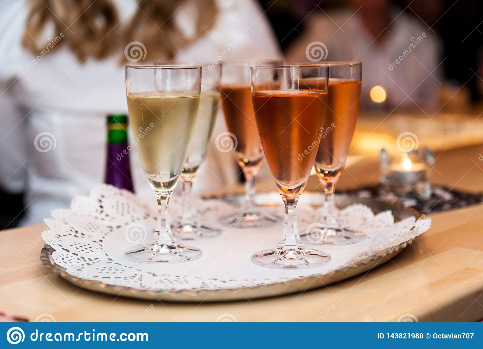 White and rose sparkle wine in glasses
