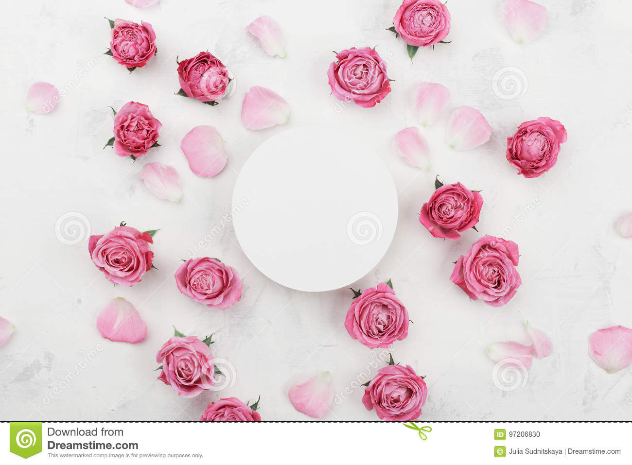 White round blank, pink rose flowers and petals for spa or wedding mockup on light background top view. Beautiful floral pattern.