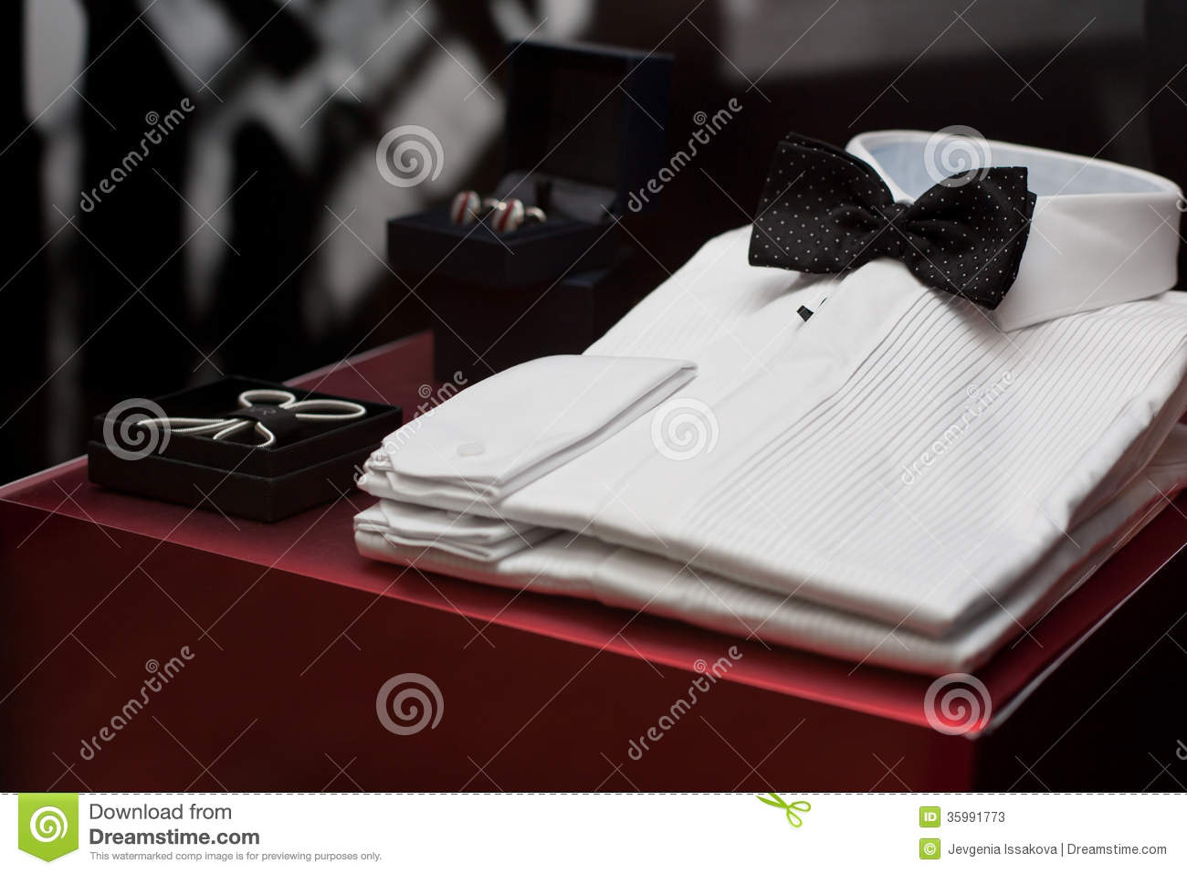 WHITE SHIRTS FOR SALE IN A WINDOW DISPLAY Stock Photos - Image ...