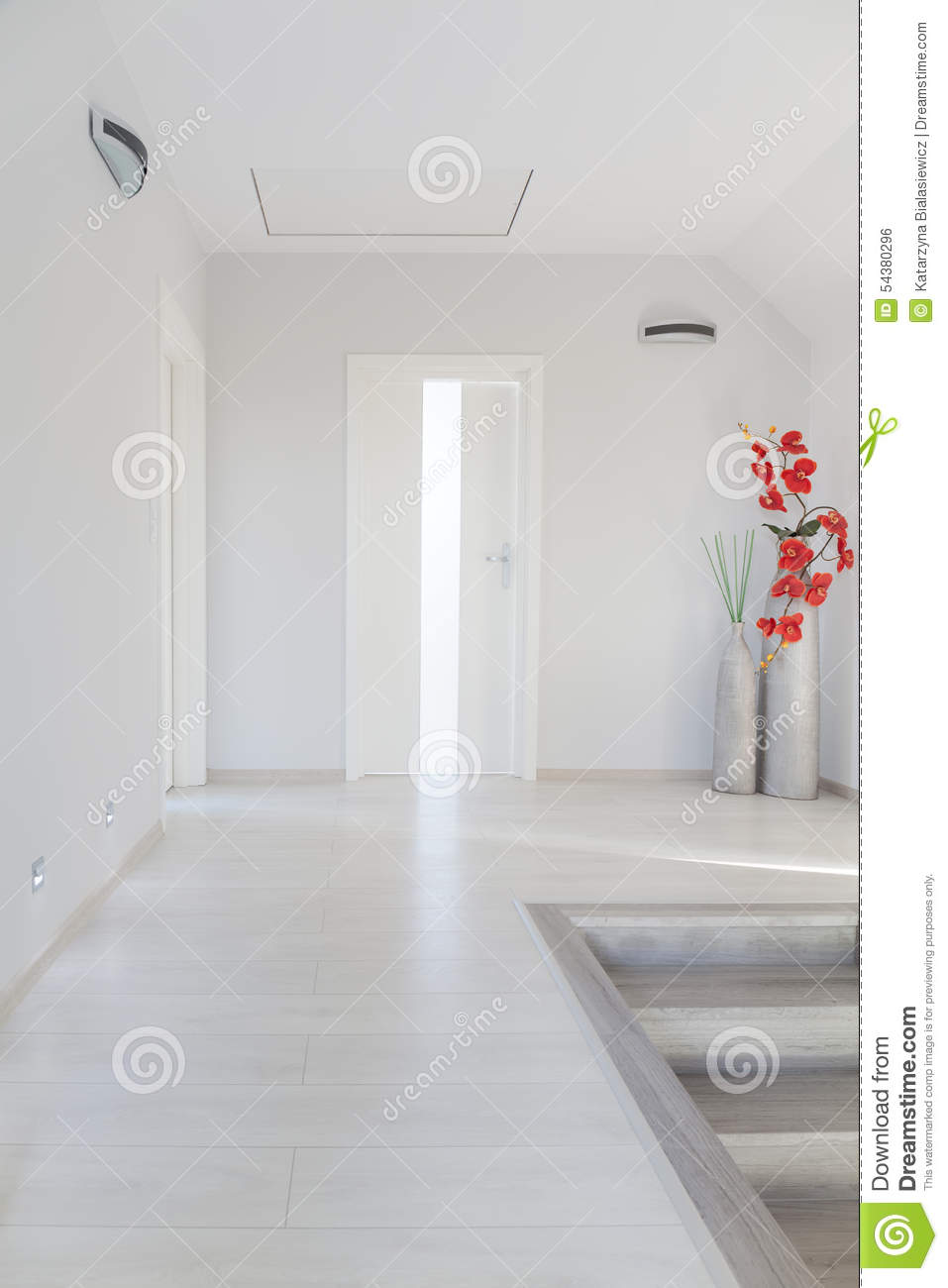 White simple corridor - Corridor decoratie ...