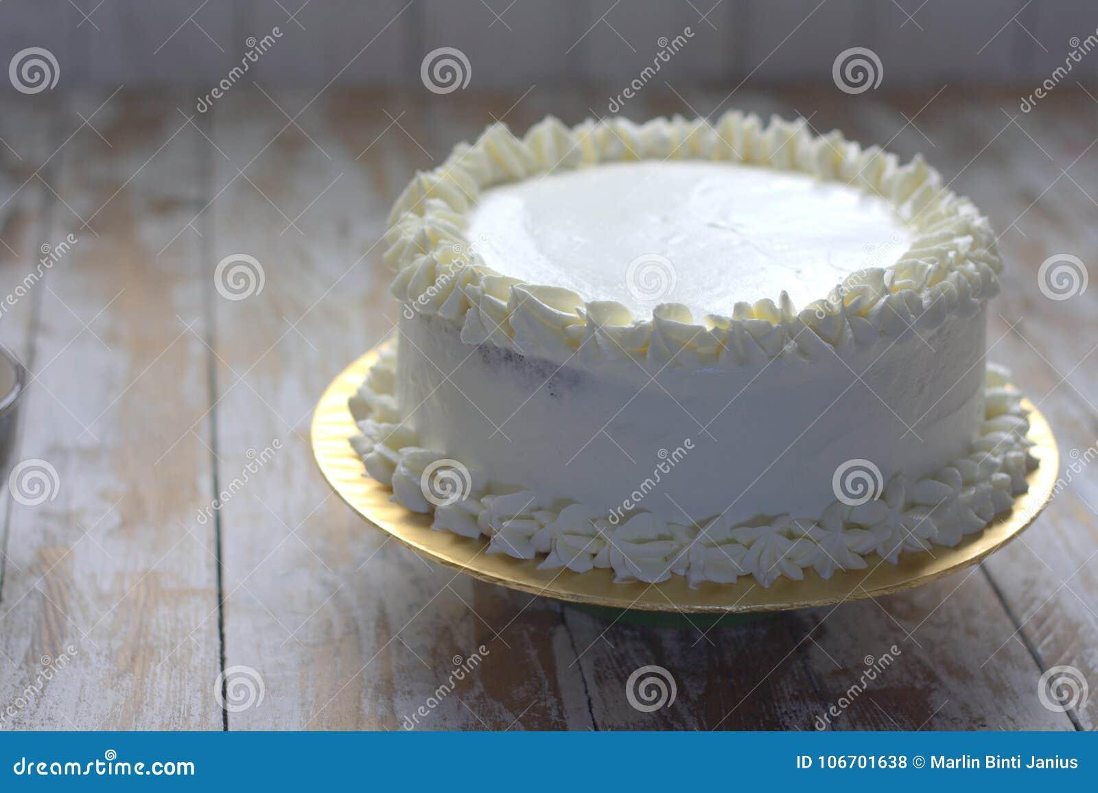 Terrific White Simple Elegant Cake Stock Photo Image Of Confection 106701638 Funny Birthday Cards Online Bapapcheapnameinfo