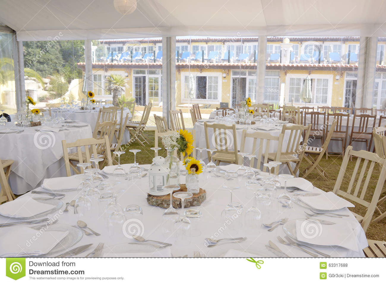 Sunflowers On White Tablecloths, Wedding Party Decoration, Event ...