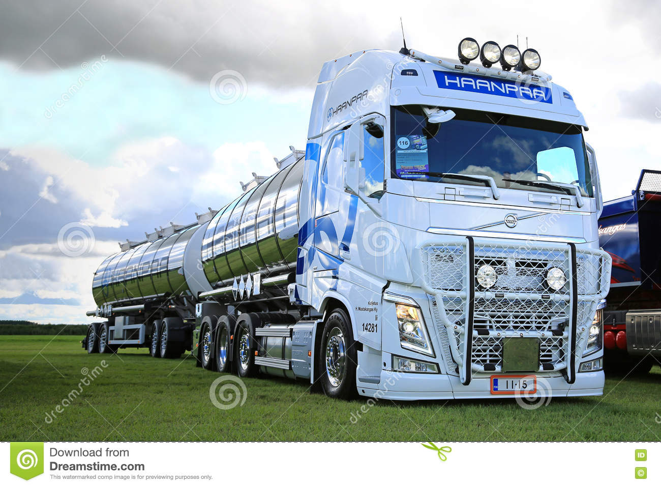 White Volvo FH For Bulk Transport On Power Truck Show Editorial - Show car transport