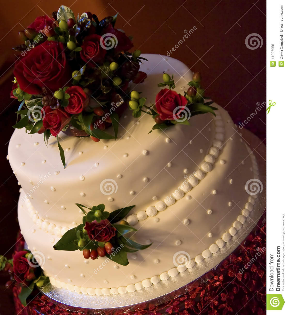 White Wedding Cake With Red Roses Royalty Free Stock