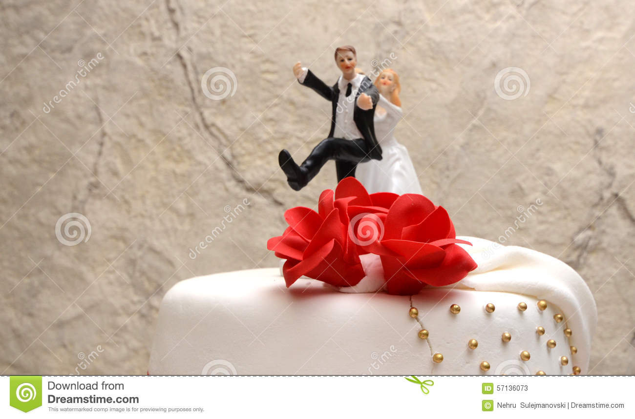 White Wedding Cake With Red Roses Stock Image - Image of sugar, cake ...