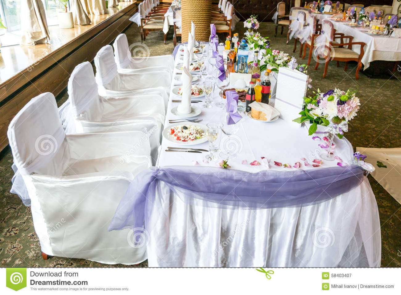 wedding party table