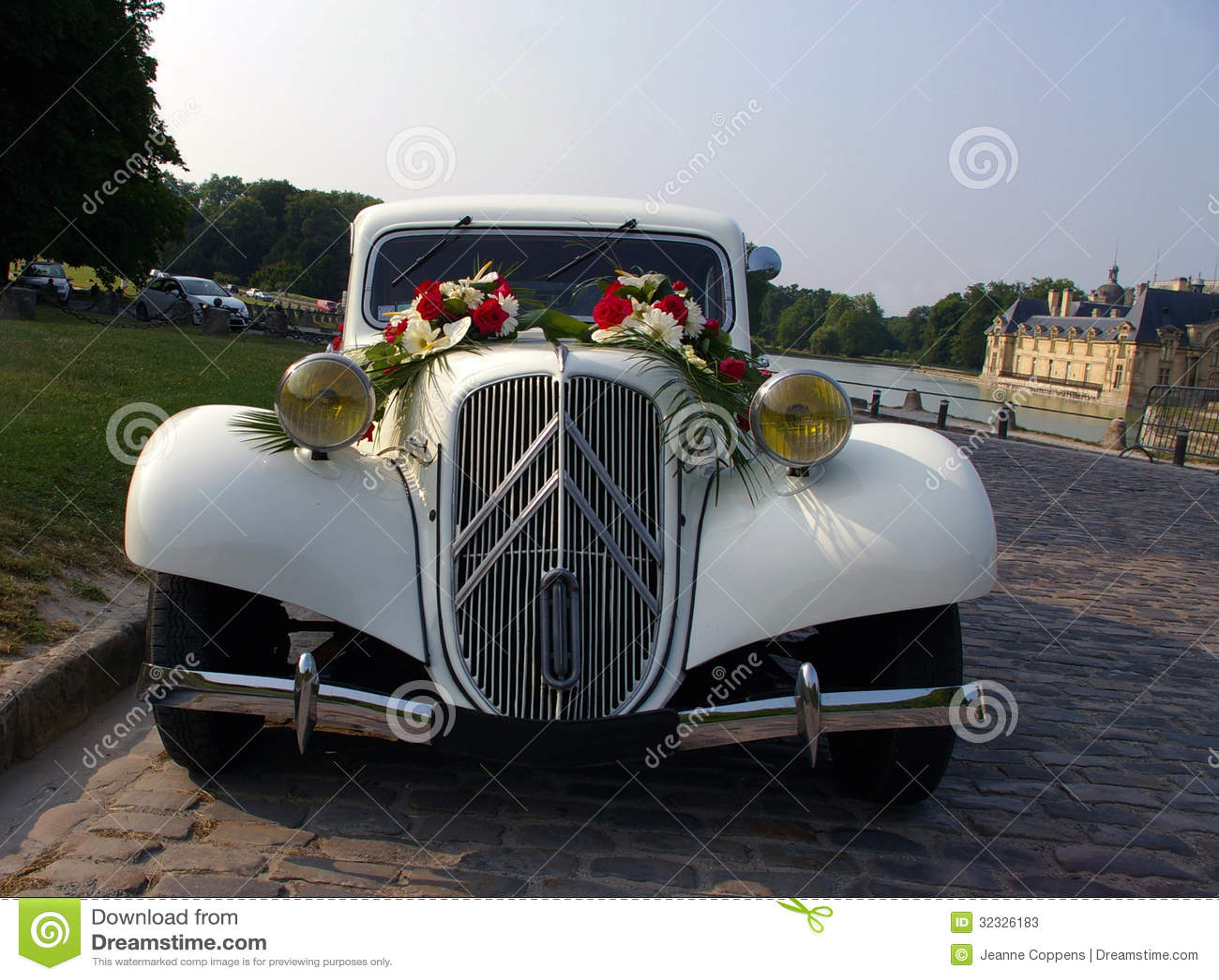 White wedding vintage car. stock image. Image of driving - 32326183