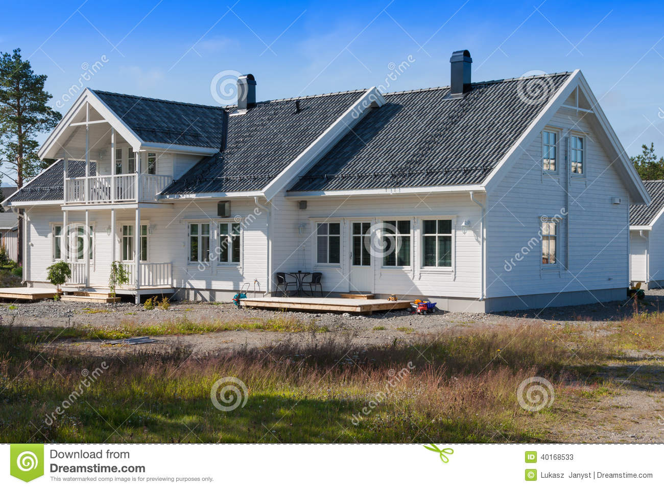 White wooden house in norway stock image image 40168533 - Casas de madera blancas ...