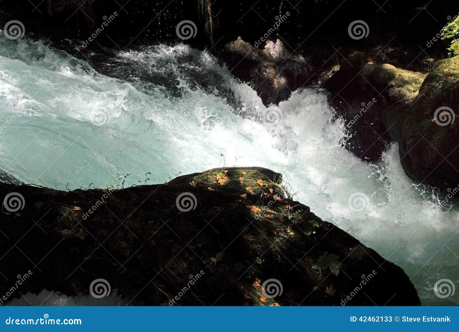 Whitewater des Duden-Flusses