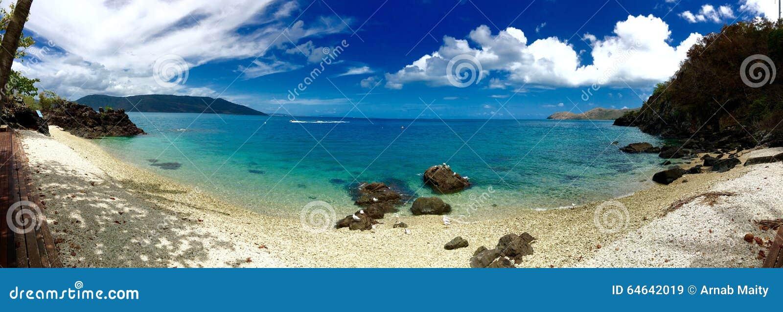 Whitsundays da praia do airlie do panorama da ilha da fantasia