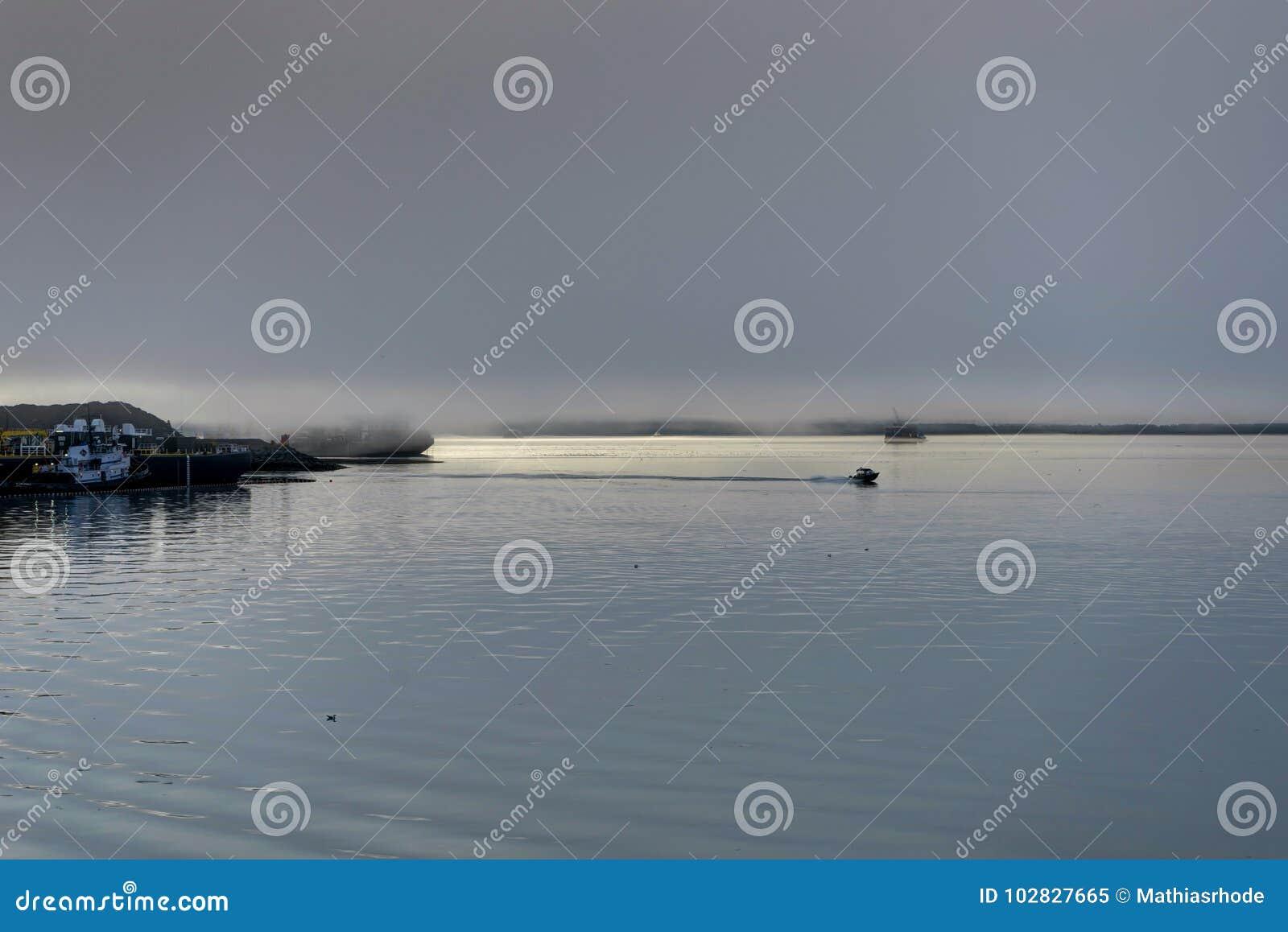 Whittier a couvert en brouillard en Alaska Etats-Unis d Amérique