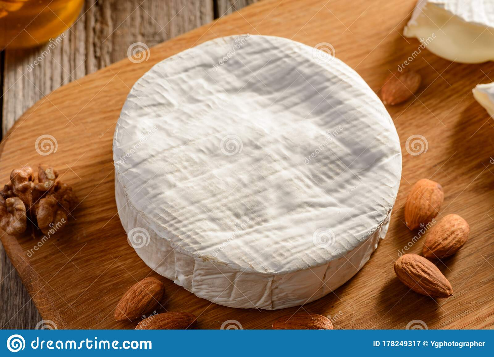 Whole Brie Cheese With White Rind Served With Almonds And Walnuts Stock Image Image Of Dessert Camembert 178249317