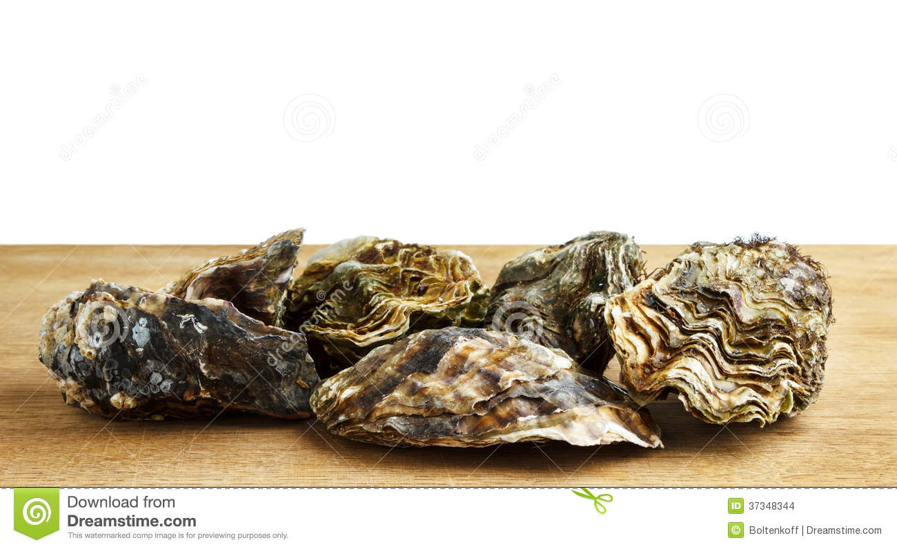 Whole oysters on a wooden surface