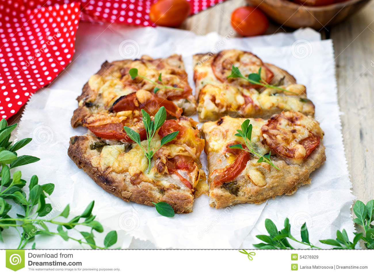 Wholewheat wholemeal pizza with tomatoes, cheese and herbs.