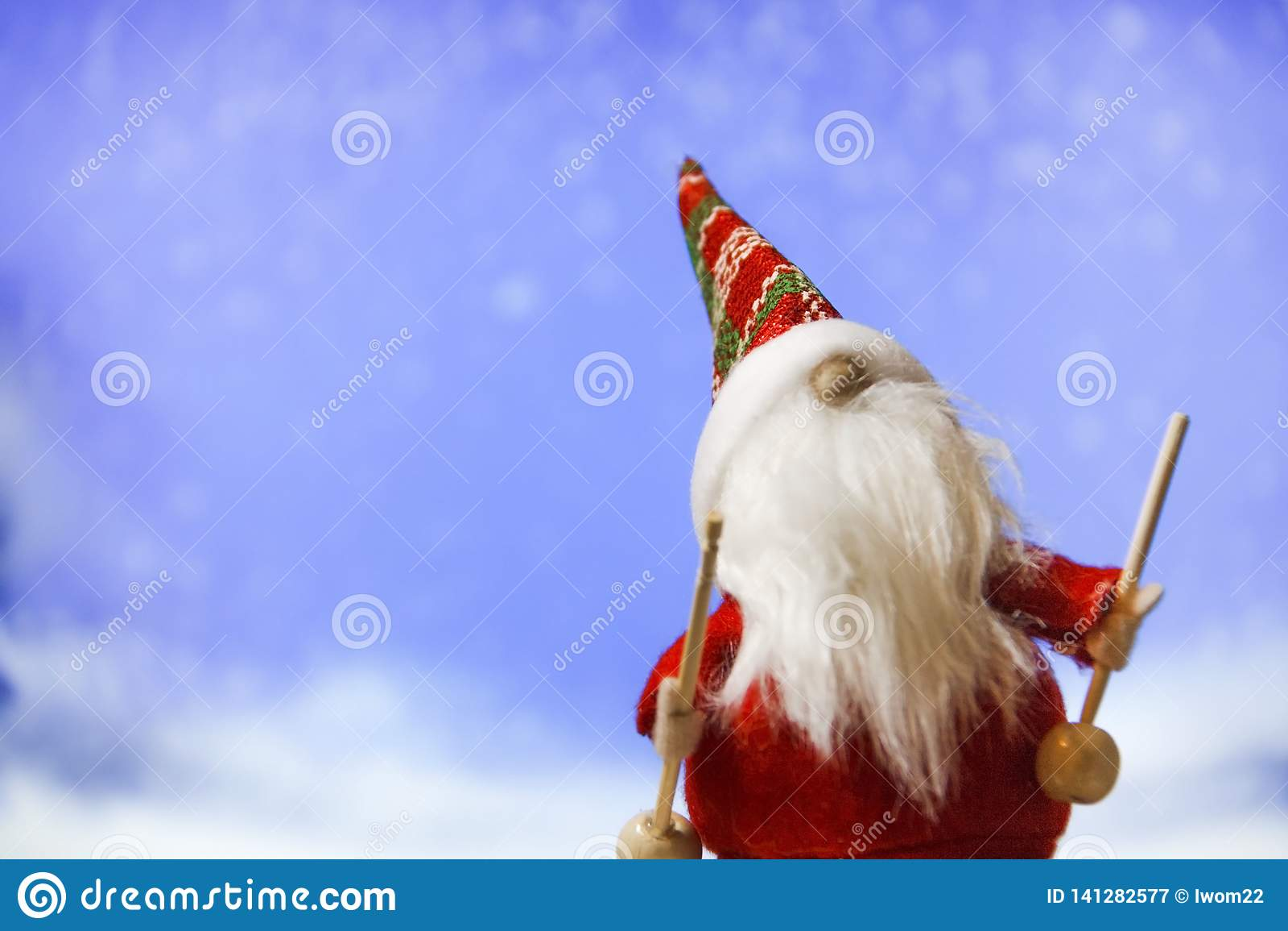 Więcej toreb, Świąt oszronieją Klaus Santa niebo Święty Mikołaj na niebieskiego nieba tle
