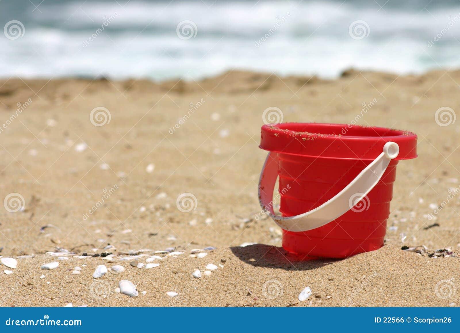 Wiadro plażowa czerwono zabawka