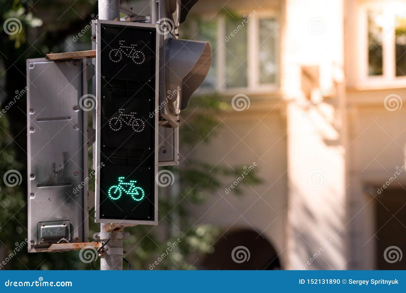 ?wiat?a ruchu dla cyklist?w Umożliwiam umożliwia zielonego wkład kosmos kopii