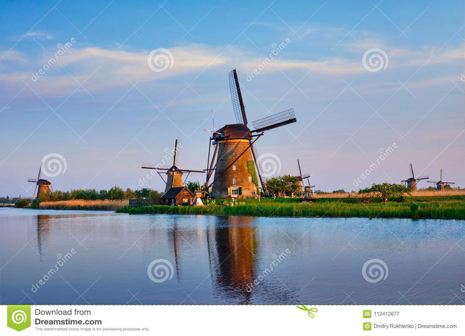 Wiatraczki przy Kinderdijk w Holandia Holandie