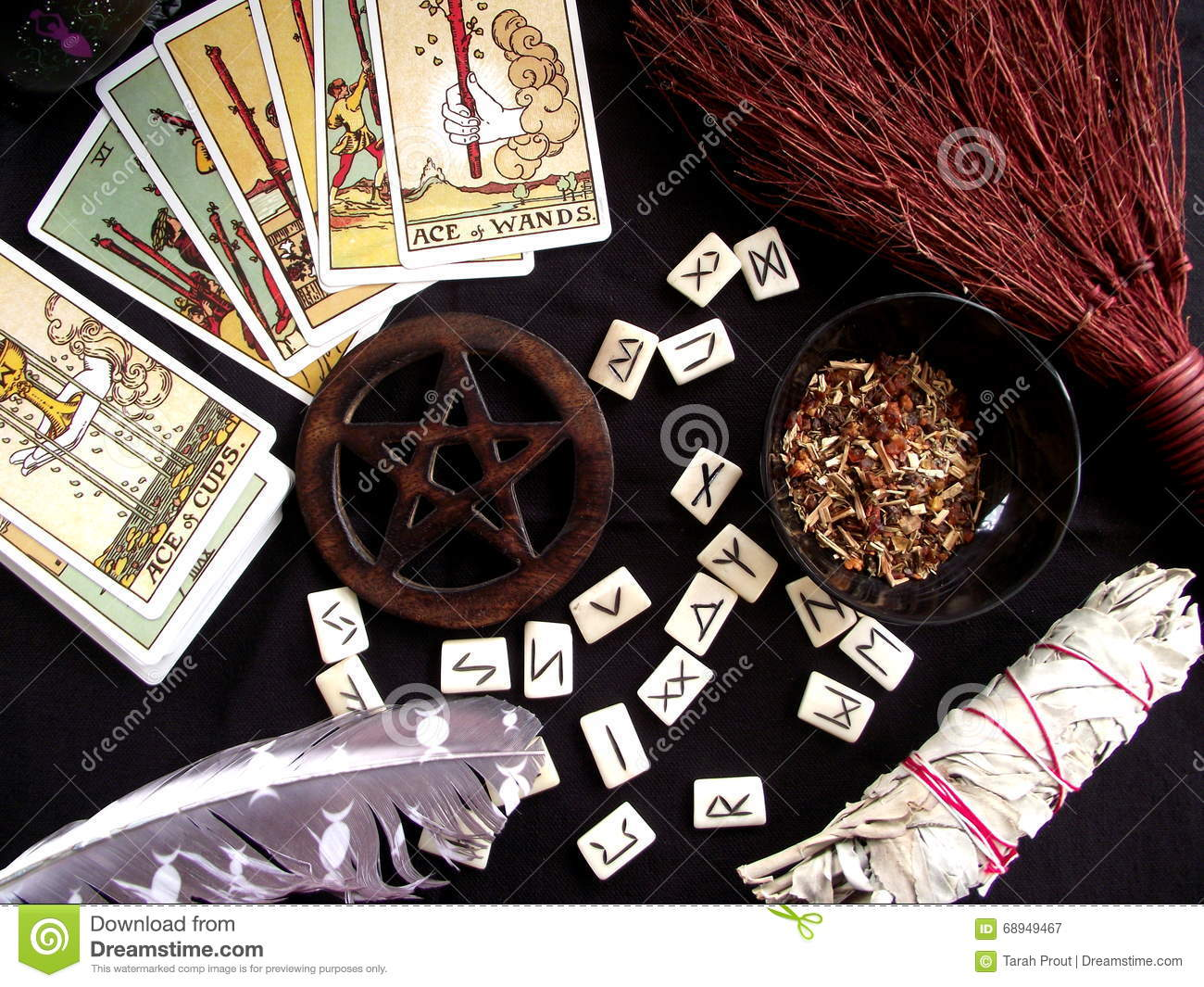 Wicca and spiritual items used in witchcraft rituals, spells and divination.