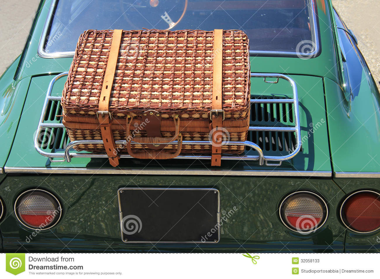 Wicker Luggage On A Classic Car Stock Photos - Image: 32058133