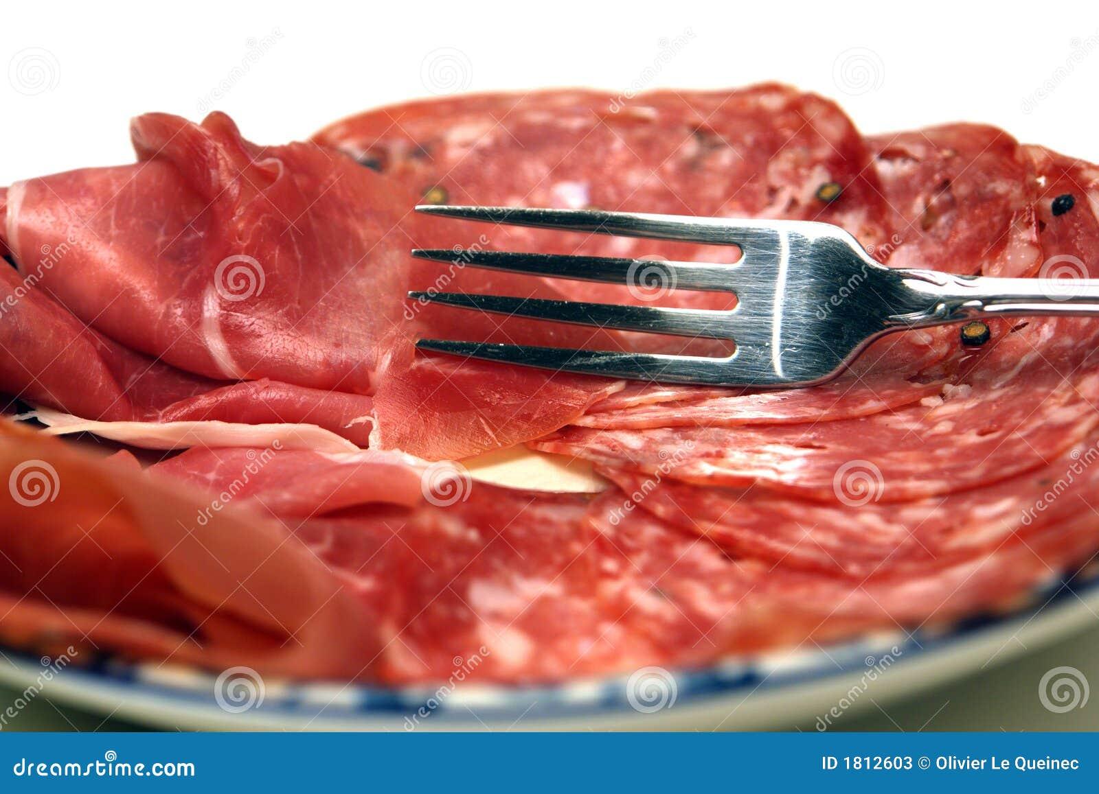 Widelce ciał płytkę prosciutto salami