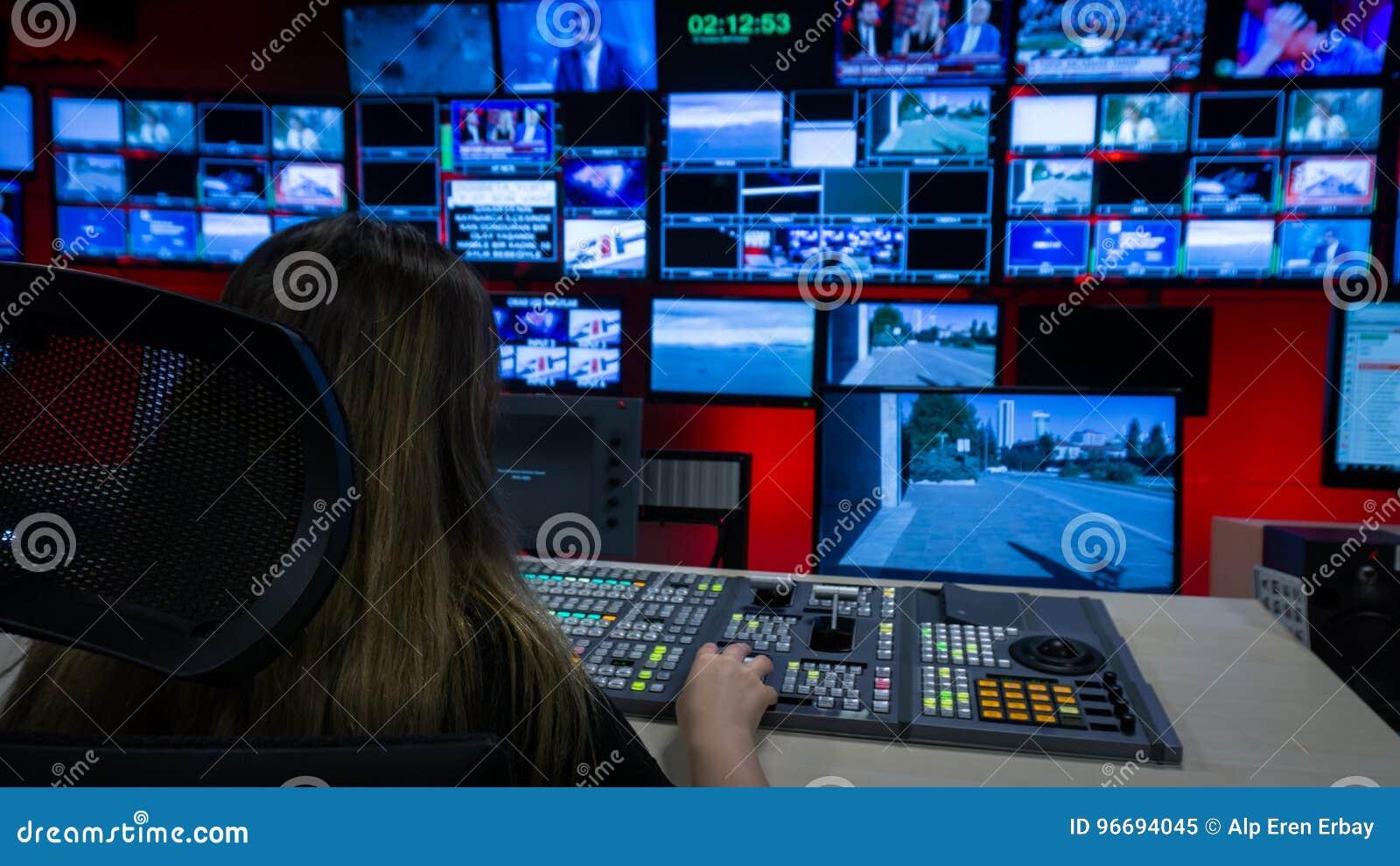 Wideo Switcher i ekrany w Tv Kontrolnym pokoju