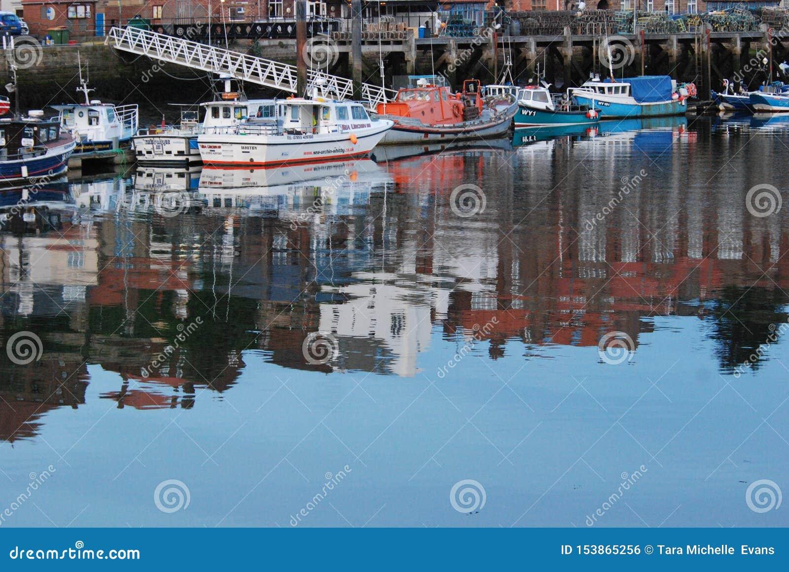 Widergespiegelter Hafen