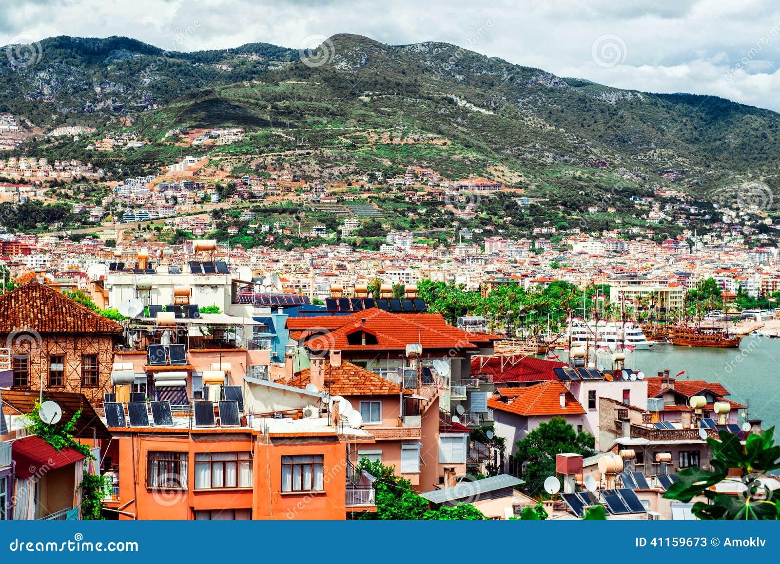 Widok Alanya schronienie i miasto